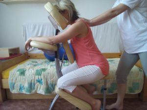 těhotenská masáž v sedě